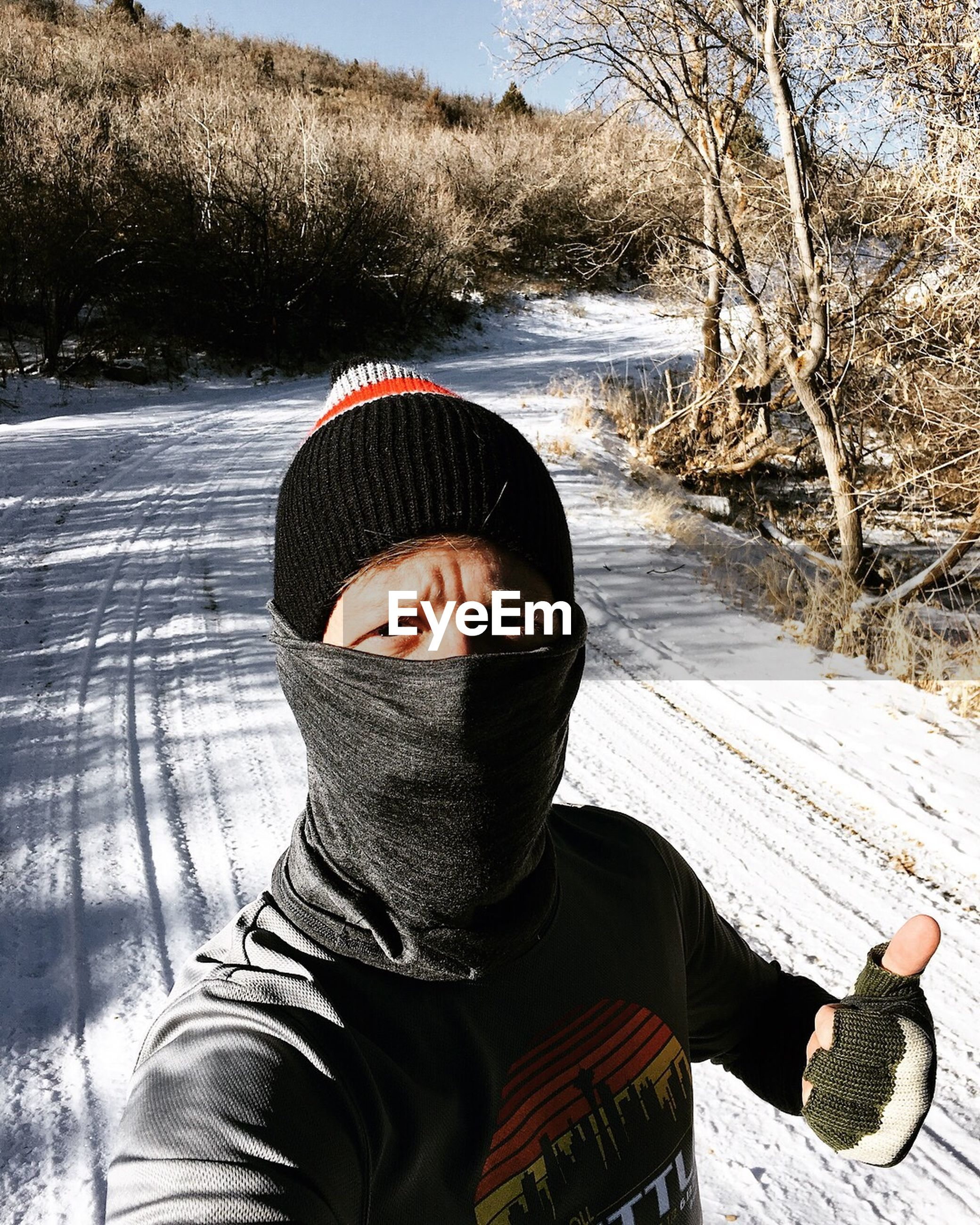 one person, winter, leisure activity, real people, day, cold temperature, lifestyles, tree, snow, outdoors, nature, men, young adult, warm clothing, adult, people