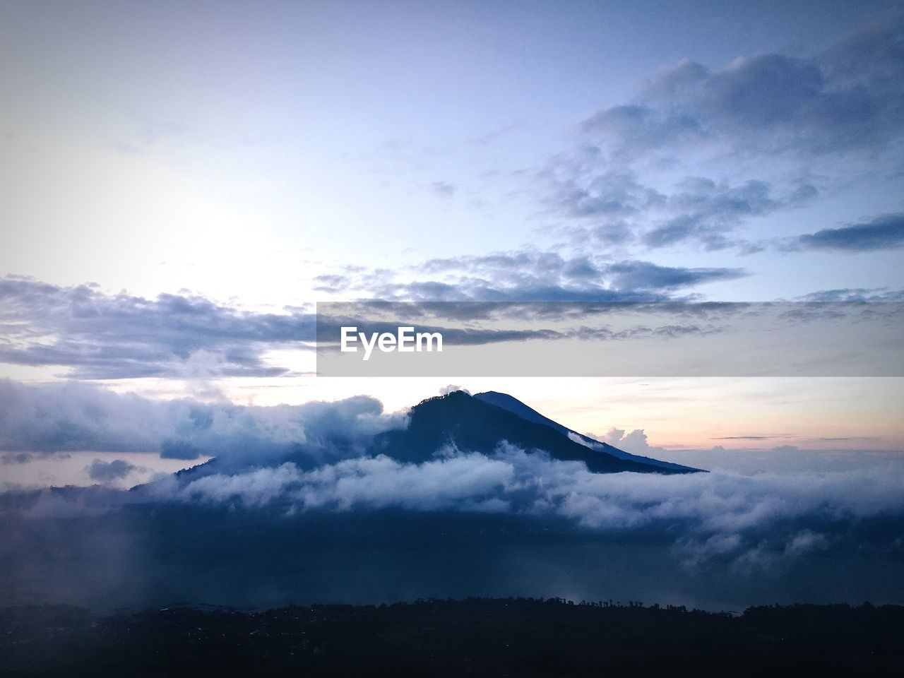 SCENIC VIEW OF DRAMATIC SKY OVER SILHOUETTE MOUNTAIN
