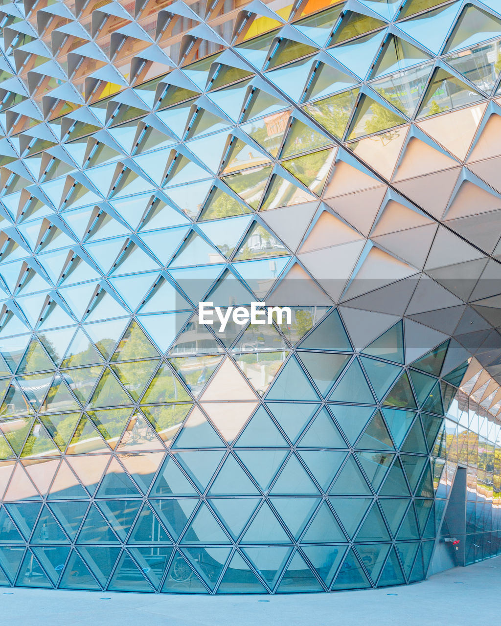 built structure, architecture, pattern, building exterior, modern, no people, low angle view, design, glass - material, day, full frame, office, geometric shape, shape, backgrounds, building, architectural feature, ceiling, outdoors, office building exterior, glass