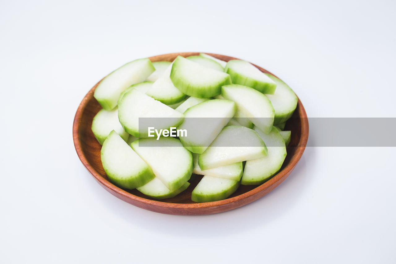 CLOSE-UP OF GREEN FRUITS IN BOWL