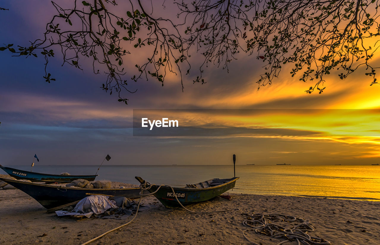 nautical vessel, sky, sunset, water, cloud - sky, transportation, mode of transportation, scenics - nature, beach, beauty in nature, moored, sea, orange color, nature, tranquil scene, tranquility, land, horizon, idyllic, no people, horizon over water, fishing boat