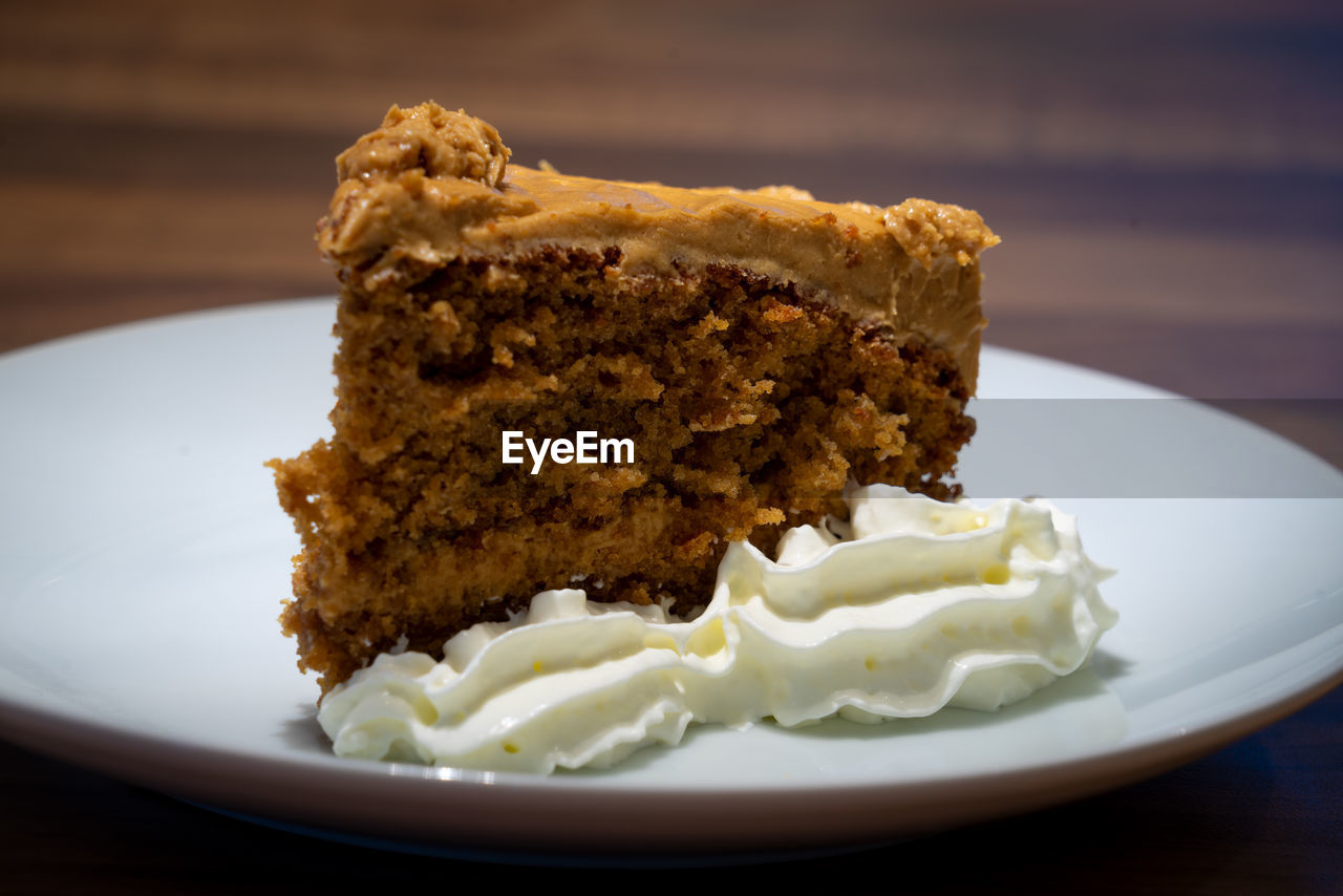food, ready-to-eat, plate, food and drink, freshness, indulgence, close-up, indoors, sweet food, serving size, still life, table, sweet, dessert, no people, temptation, focus on foreground, cake, healthy eating, wellbeing, breakfast, snack