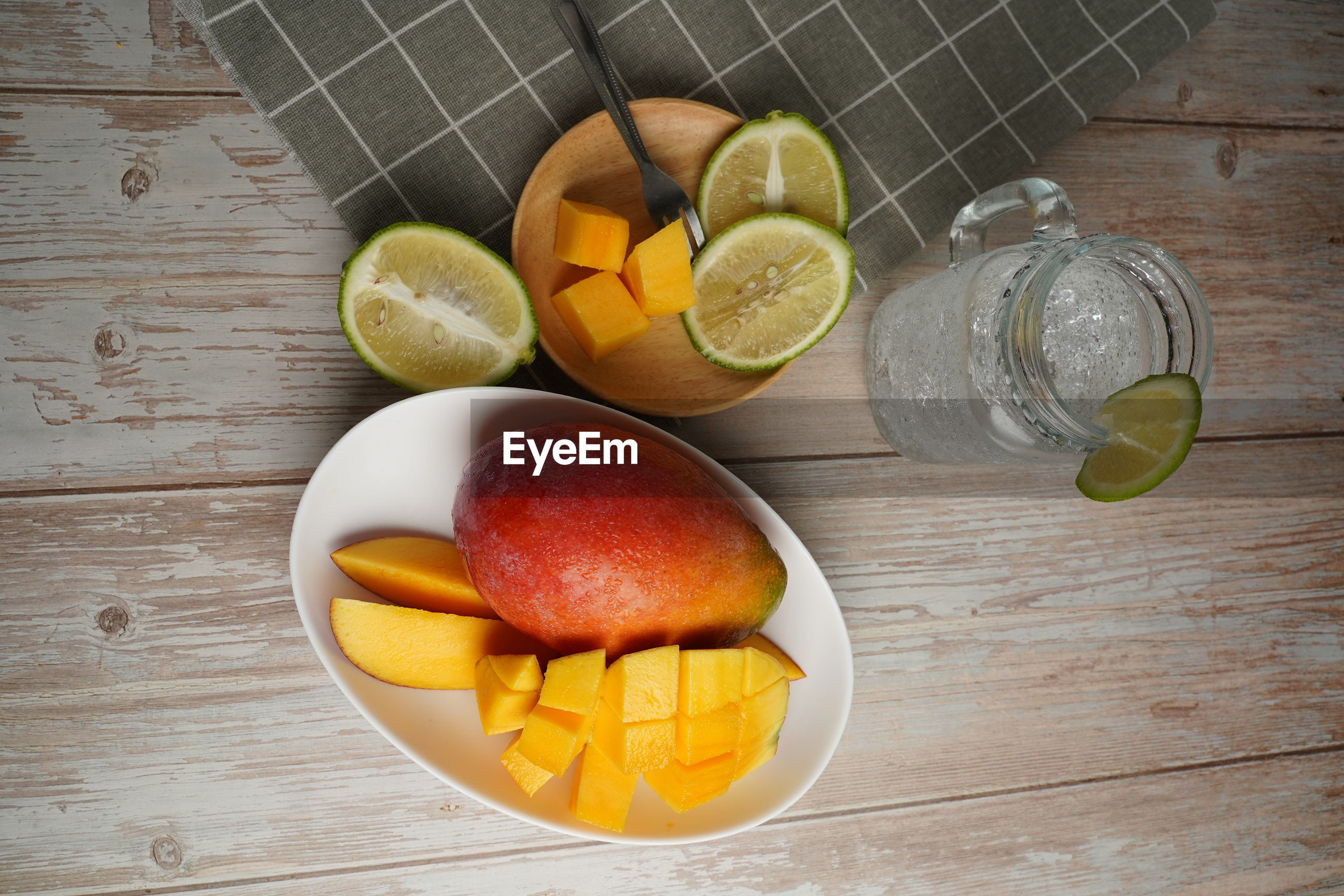 HIGH ANGLE VIEW OF FRUITS AND DRINK ON TABLE