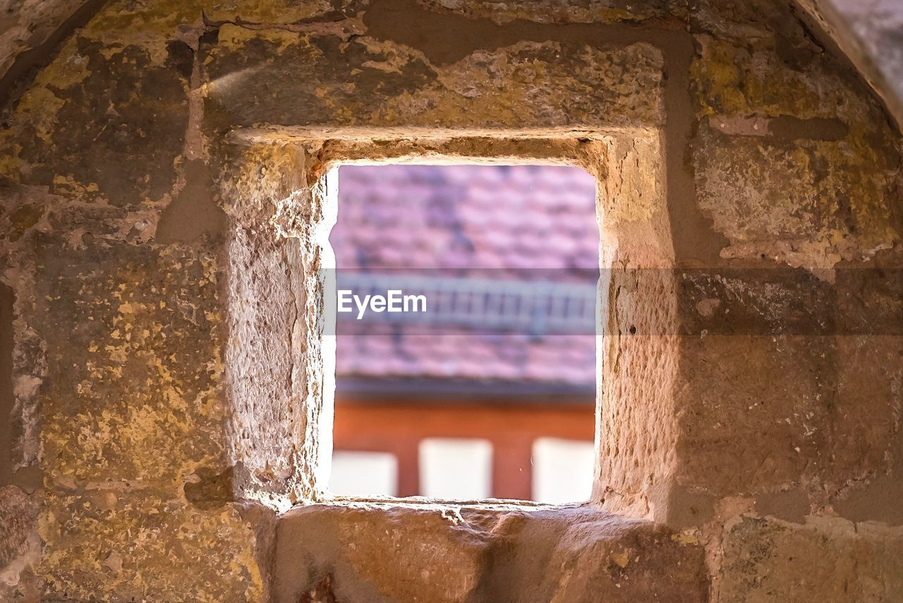 architecture, built structure, window, old, building, building exterior, no people, history, the past, damaged, day, wall - building feature, weathered, abandoned, focus on foreground, decline, run-down, deterioration, wall, outdoors, ruined, ancient civilization