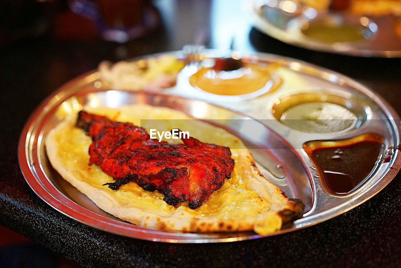 Tandoori Chicken With Garlic Cheese Naan In Plate