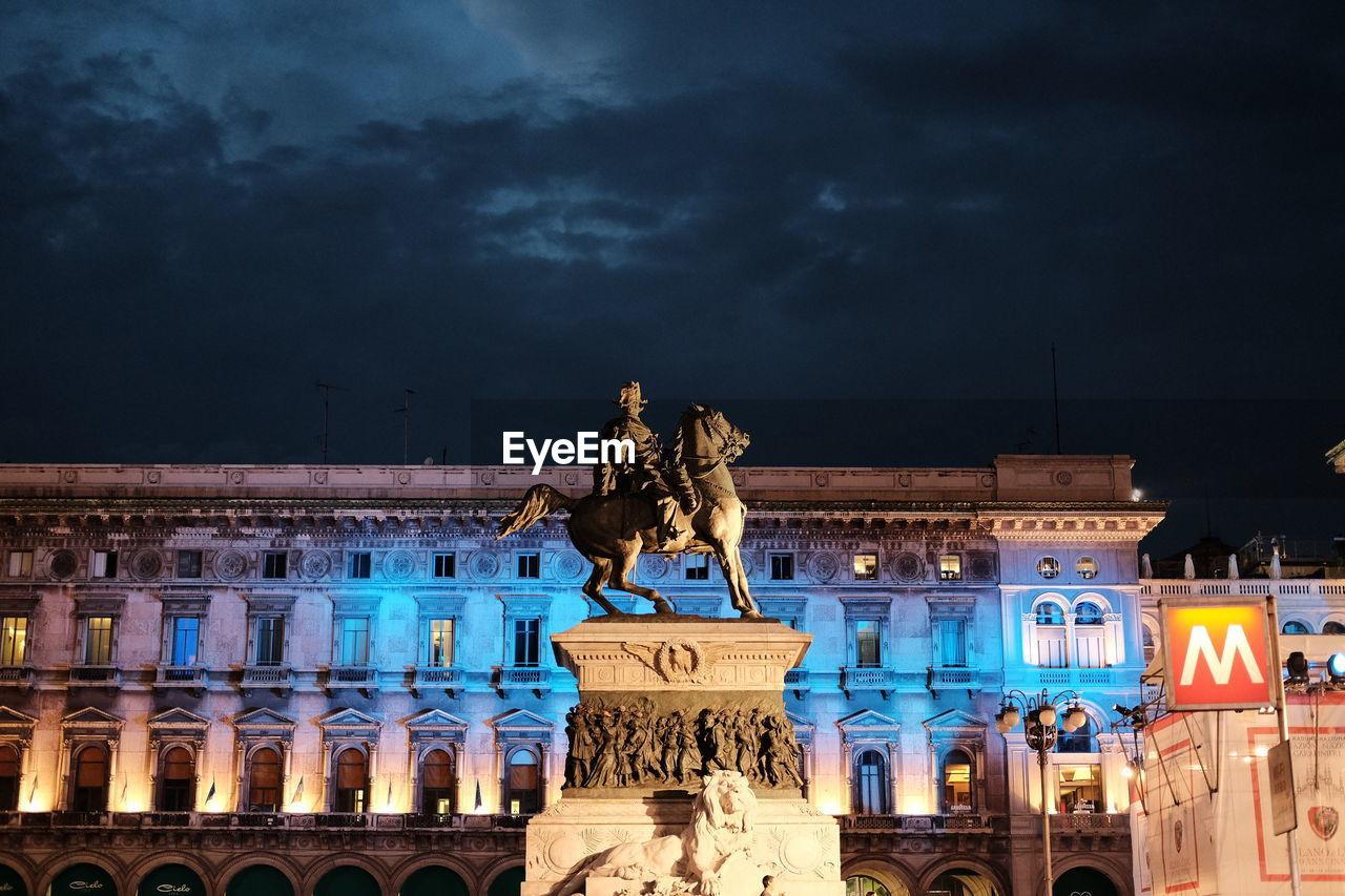 Equestrian Statue At Piazza Del Duomo