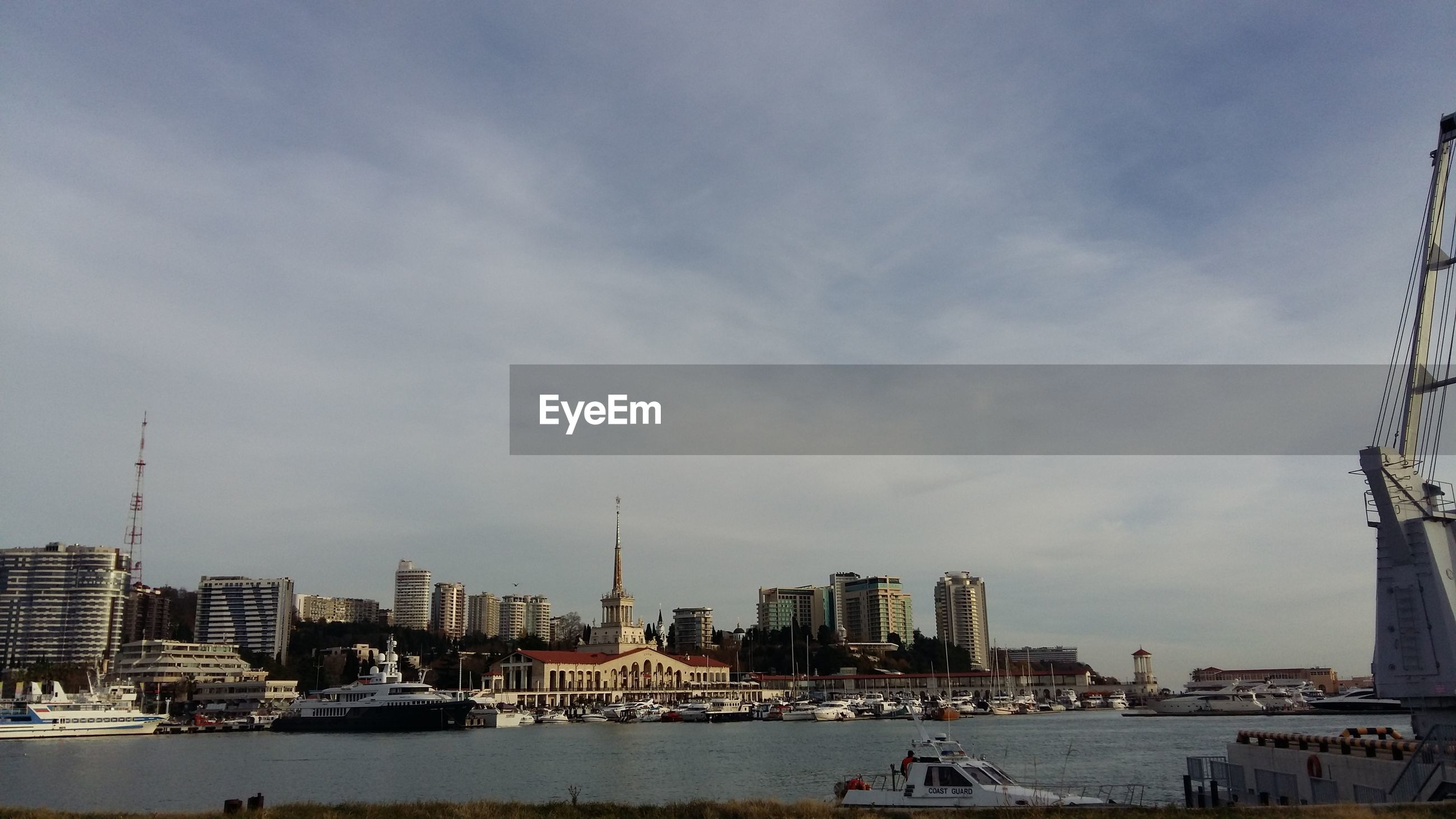 CITY AT WATERFRONT AGAINST SKY
