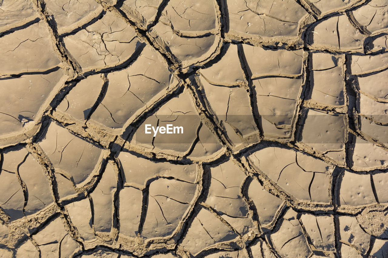 pattern, scenics - nature, full frame, no people, land, backgrounds, field, nature, arid climate, environment, day, climate, cracked, high angle view, drought, landscape, dry, dirt, tranquility, outdoors, mud