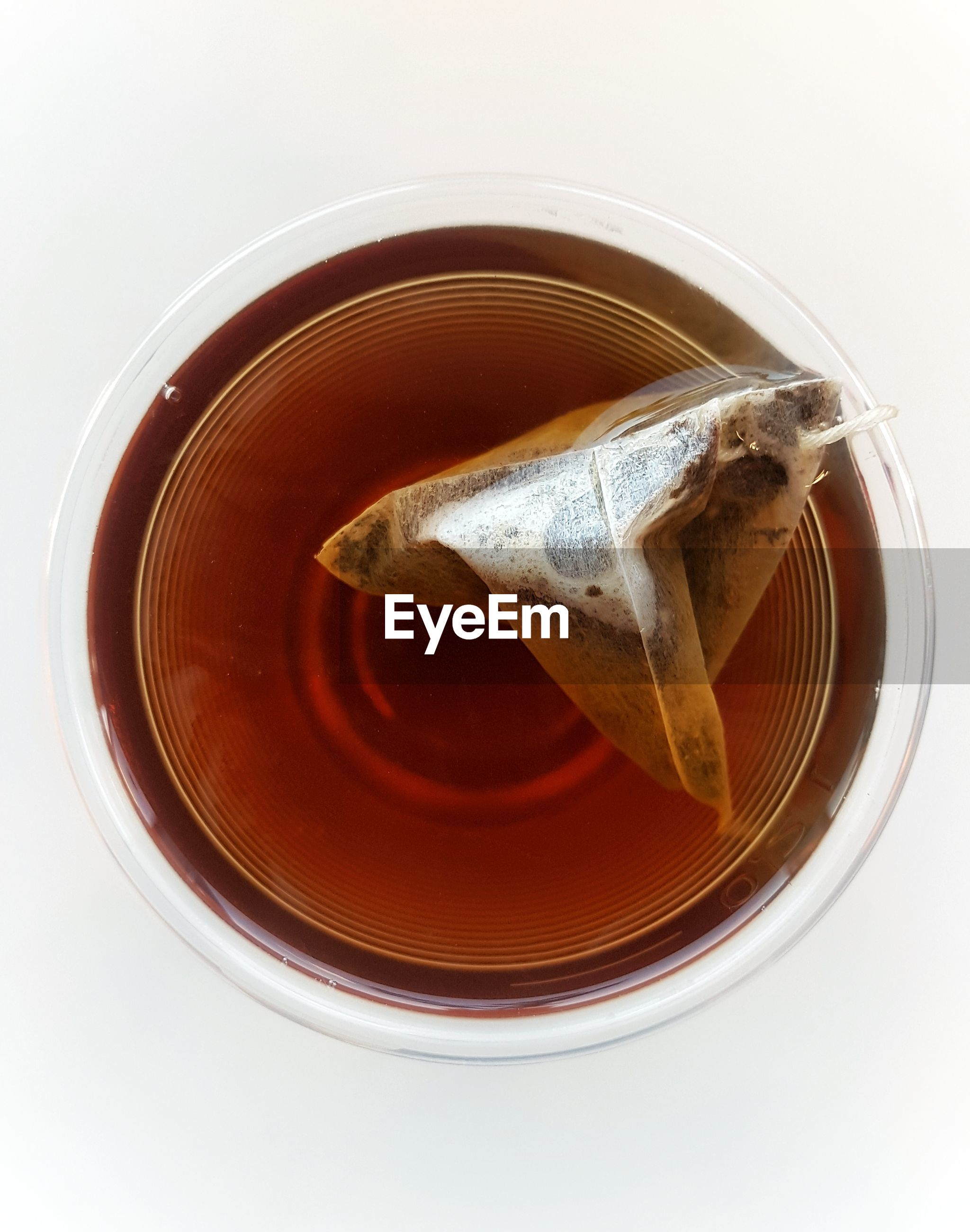 HIGH ANGLE VIEW OF DRINK IN CUP