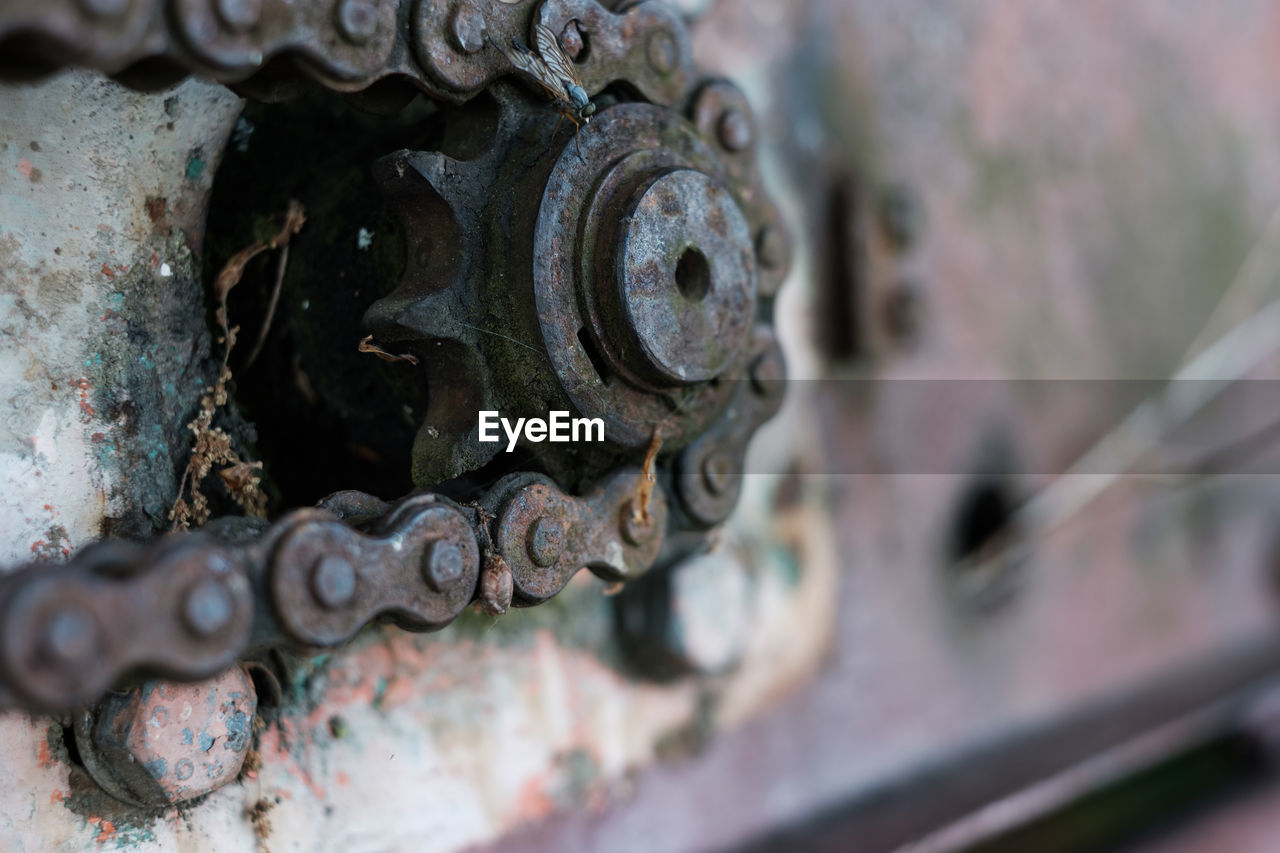 metal, machinery, machine part, selective focus, rusty, close-up, no people, old, equipment, gear, industry, connection, damaged, manufacturing equipment, run-down, day, abandoned, decline, deterioration, iron - metal, wheel