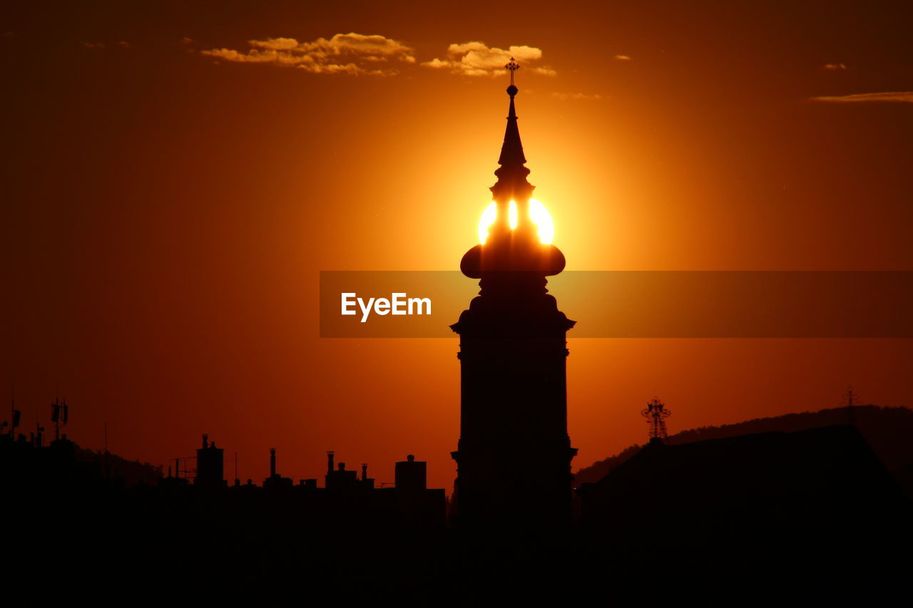 sky, sunset, architecture, orange color, built structure, building exterior, silhouette, tower, building, no people, nature, travel destinations, city, sun, beauty in nature, travel, tall - high, tourism, cloud - sky, outdoors, skyscraper, spire