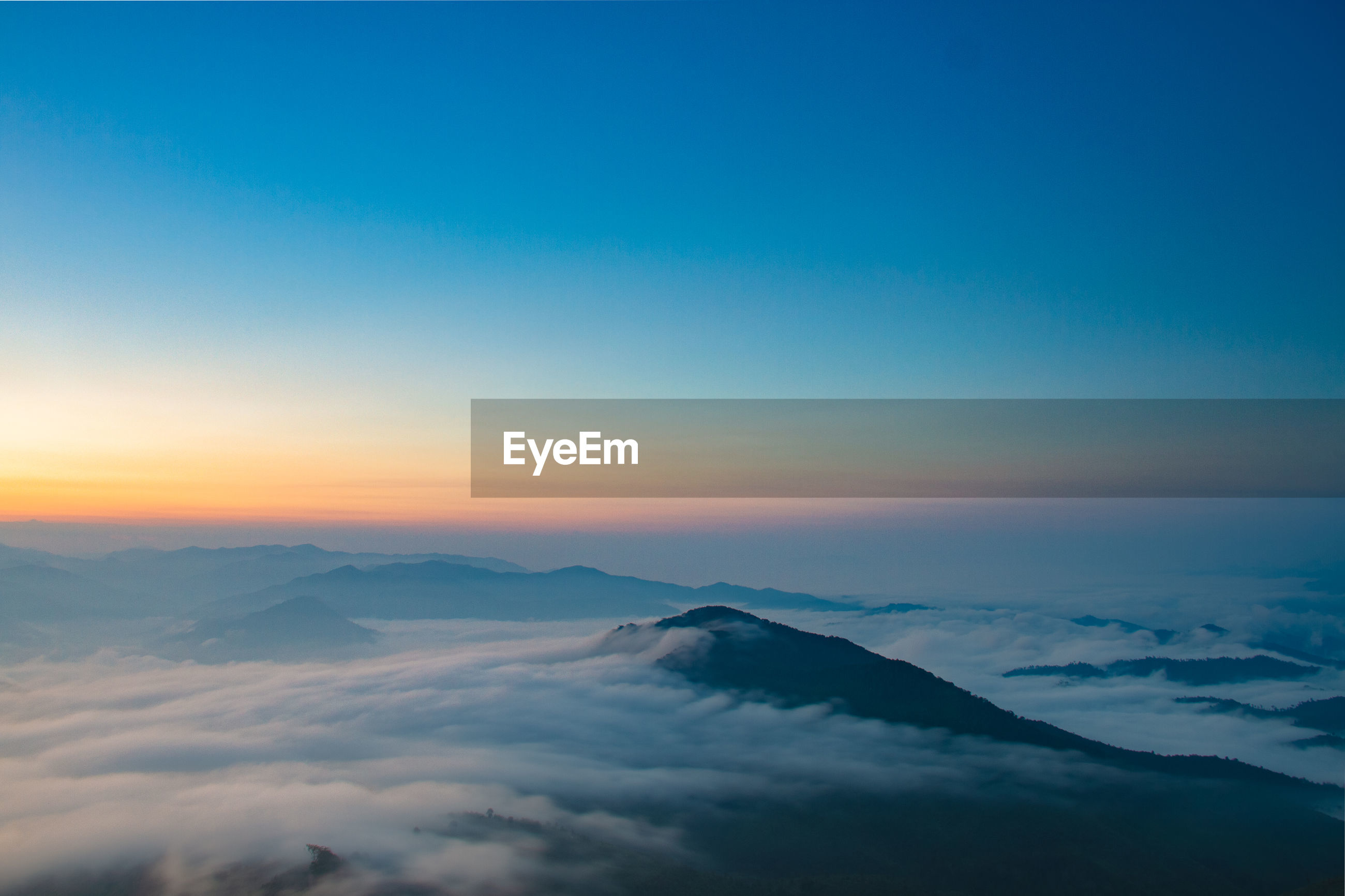 SCENIC VIEW OF MAJESTIC SNOWCAPPED MOUNTAINS AGAINST SKY DURING SUNSET