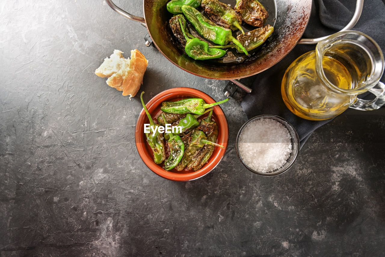 HIGH ANGLE VIEW OF VEGETABLES IN BOWL ON TABLE