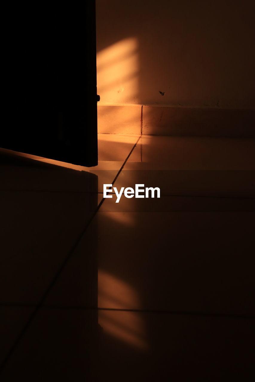 SUNLIGHT FALLING ON FLOOR IN WALL