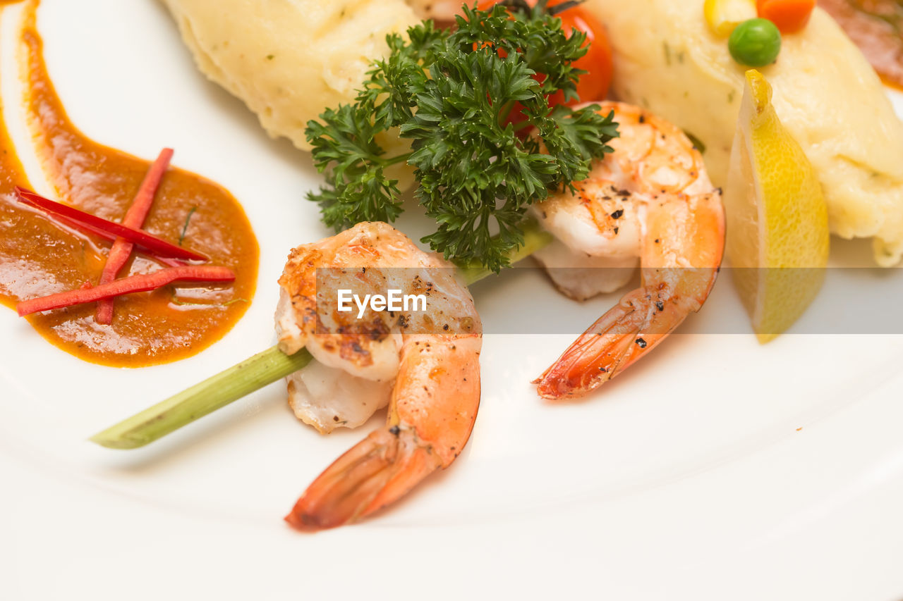 food and drink, food, plate, healthy eating, seafood, freshness, no people, ready-to-eat, close-up, vegetable, indoors