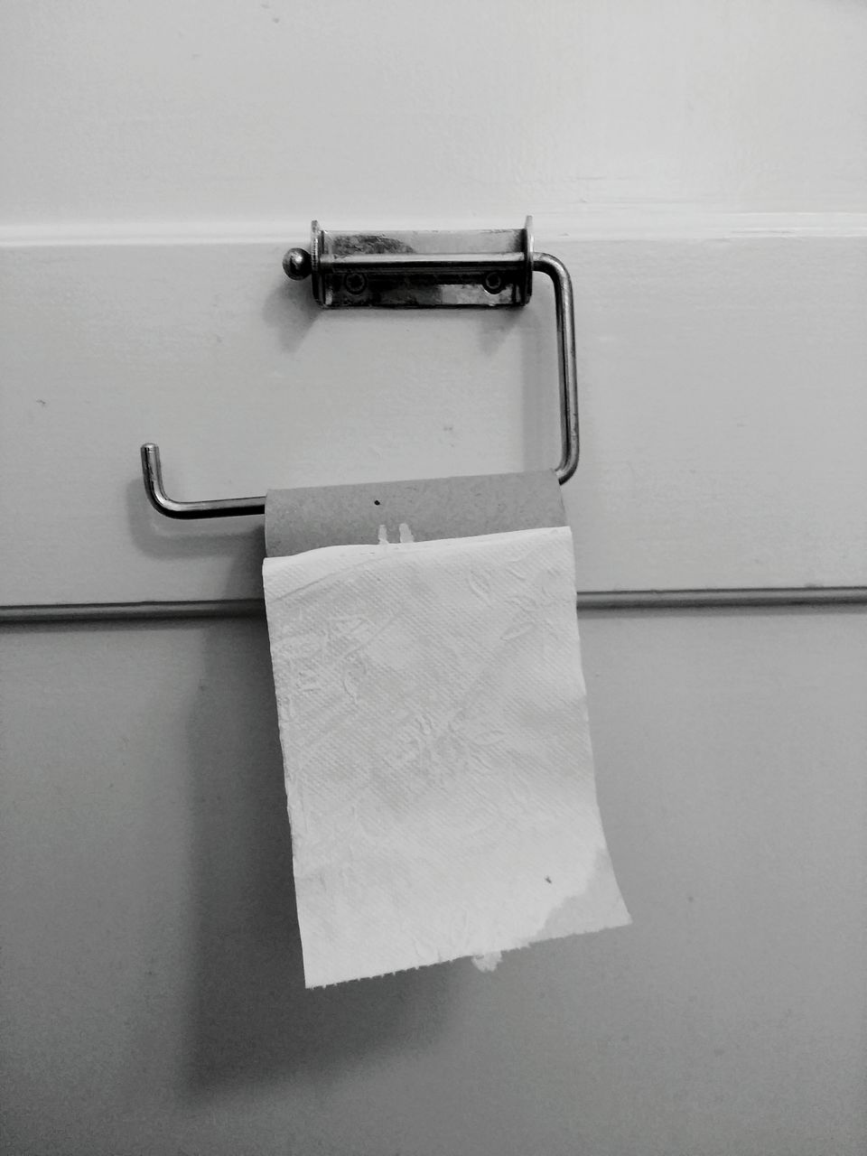 toilet roll holder, toilet paper, indoors, no people, close-up, hygiene, domestic room, bathroom, day