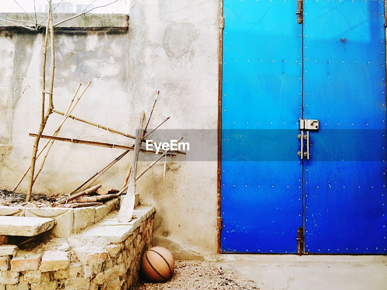 door, day, weathered, built structure, architecture, no people, outdoors, building exterior, blue, close-up