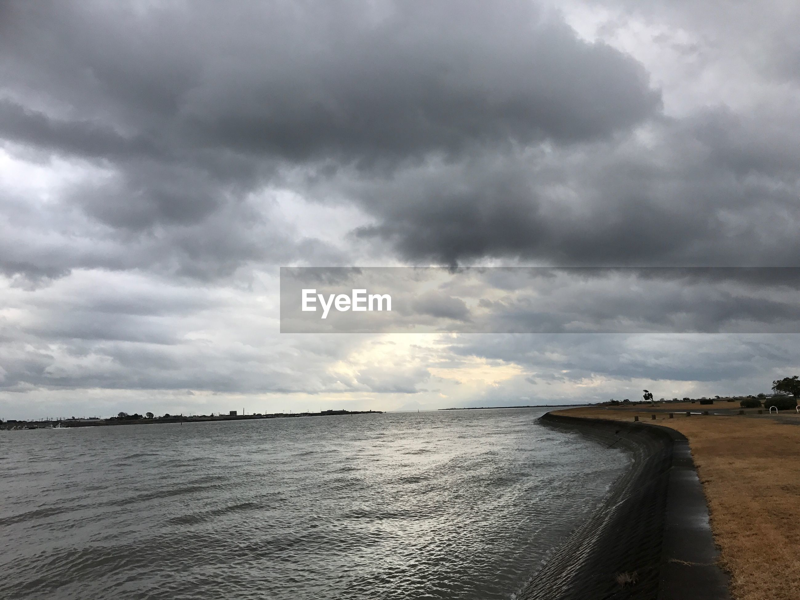 sea, cloud - sky, scenics, storm cloud, nature, beauty in nature, water, sky, horizon over water, tranquil scene, dramatic sky, outdoors, tranquility, no people, beach, day