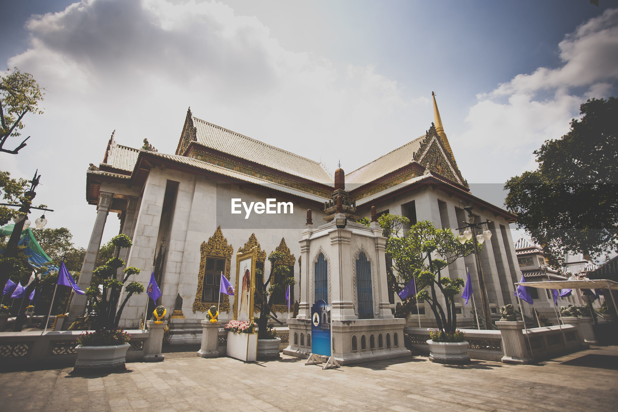 LOW ANGLE VIEW OF TEMPLE AGAINST SKY