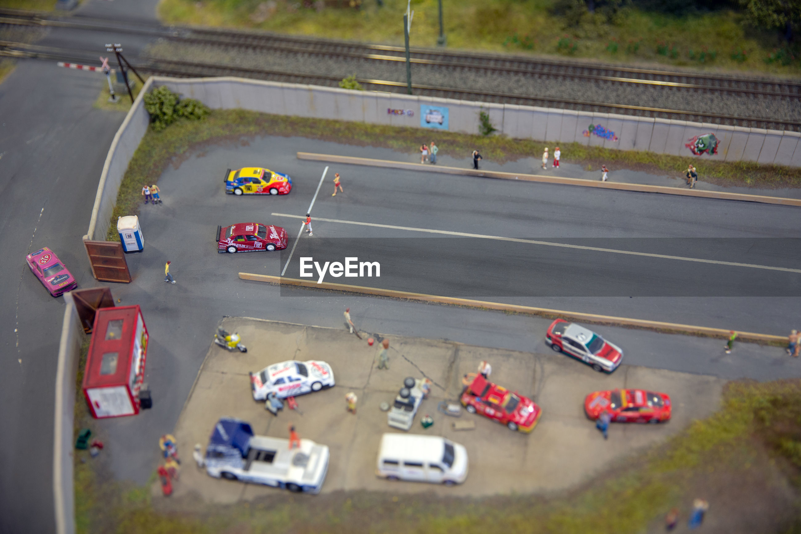 HIGH ANGLE VIEW OF TOY CARS ON ROAD