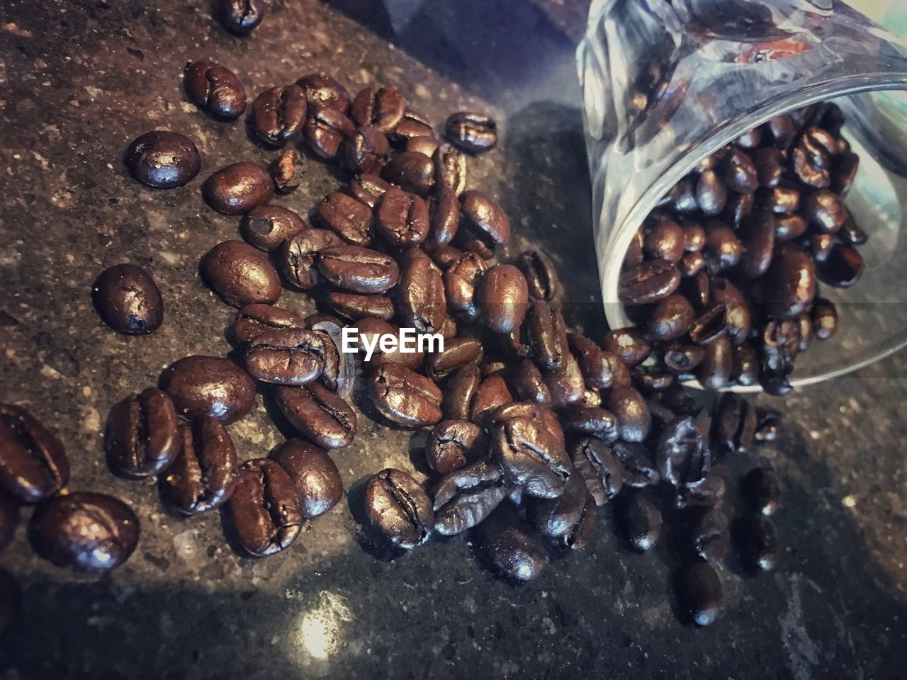 food and drink, roasted coffee bean, coffee - drink, no people, coffee bean, freshness, indoors, food, large group of objects, close-up, raw coffee bean, day