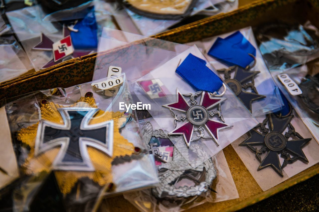no people, star shape, still life, selective focus, close-up, high angle view, large group of objects, indoors, variation, creativity, paper, art and craft, human representation, choice, flag, celebration, shape, representation, table, pattern