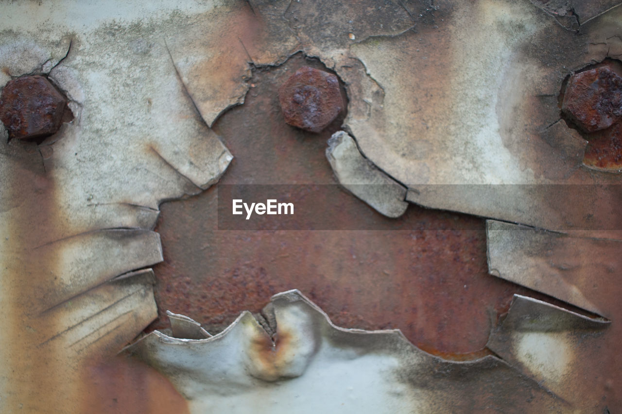 close-up, metal, no people, full frame, rusty, indoors, backgrounds, day