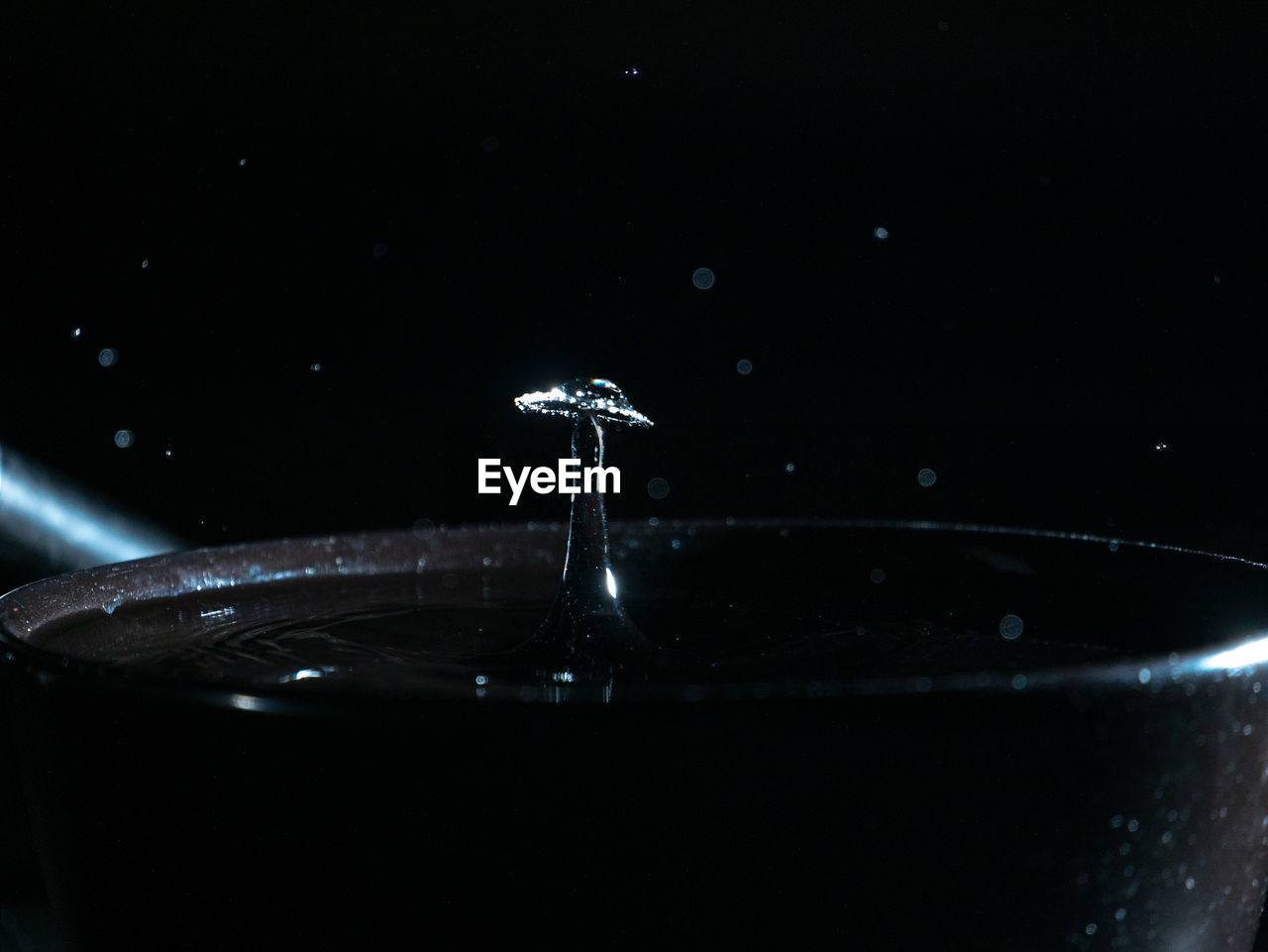 drop, water, motion, close-up, splashing, refreshment, no people, drink, glass, indoors, food and drink, nature, high-speed photography, studio shot, rippled, freshness, household equipment, selective focus, black background, purity