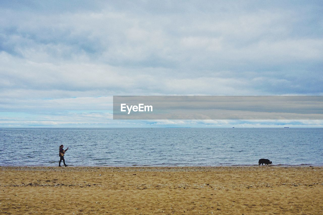 sea, water, sky, beach, land, cloud - sky, horizon over water, horizon, real people, beauty in nature, nature, two people, scenics - nature, tranquility, tranquil scene, people, lifestyles, day, men, outdoors