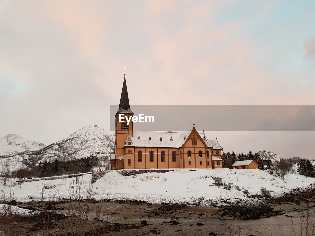 winter, snow, cold temperature, architecture, building exterior, built structure, sky, building, cloud - sky, place of worship, religion, nature, belief, spirituality, mountain, no people, outdoors, snowcapped mountain