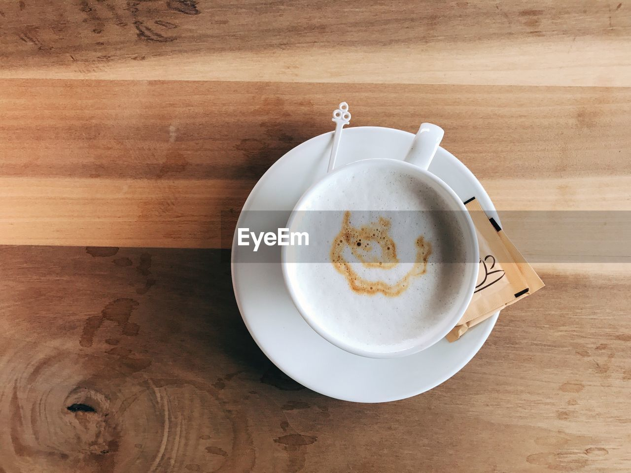 coffee cup, table, coffee - drink, food and drink, drink, high angle view, refreshment, frothy drink, still life, saucer, indoors, wood - material, directly above, freshness, no people, plate, froth art, close-up, cappuccino, food, day