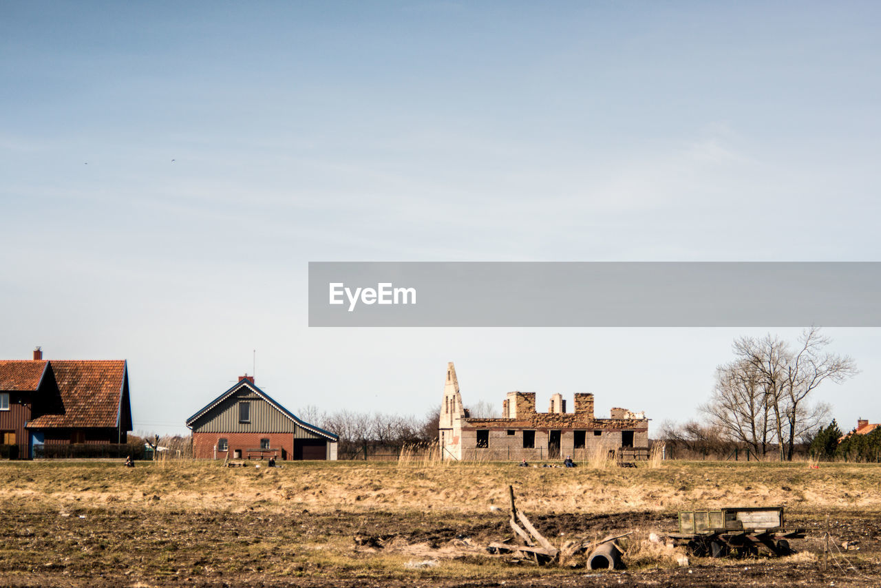 built structure, sky, architecture, building exterior, field, building, land, nature, no people, day, landscape, house, copy space, farm, agriculture, tree, environment, plant, agricultural building, rural scene, outdoors
