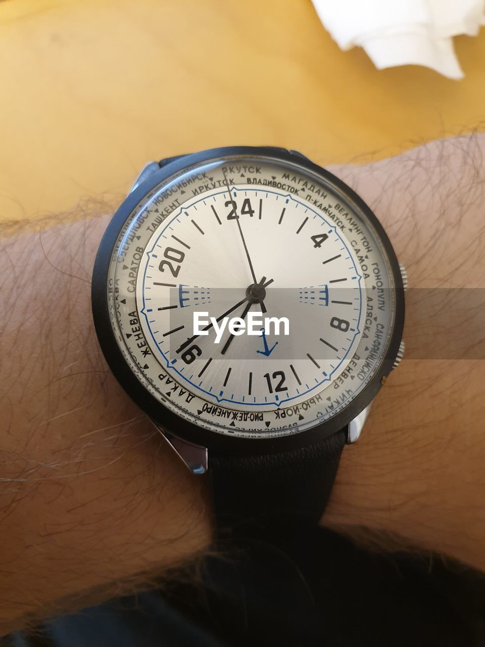 human hand, number, human body part, hand, close-up, indoors, time, one person, real people, body part, watch, accuracy, unrecognizable person, circle, holding, clock, shape, lifestyles, geometric shape, personal accessory, minute hand