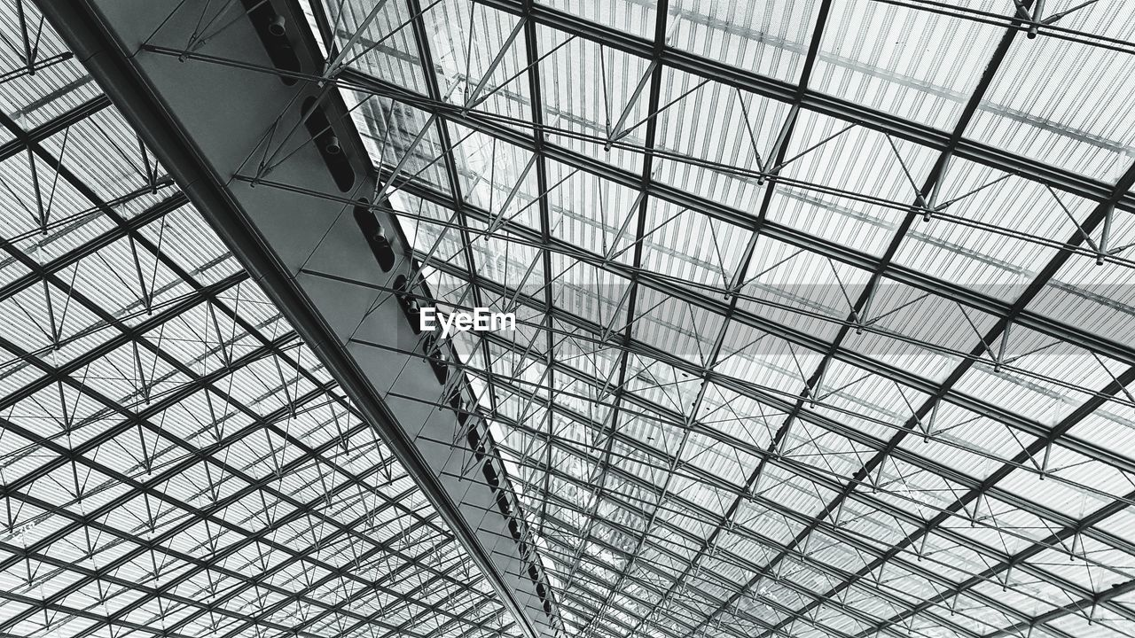 built structure, pattern, low angle view, architecture, ceiling, full frame, no people, glass - material, indoors, day, modern, design, backgrounds, shape, geometric shape, architectural feature, metal, skylight, sunlight, transparent, glass, directly below