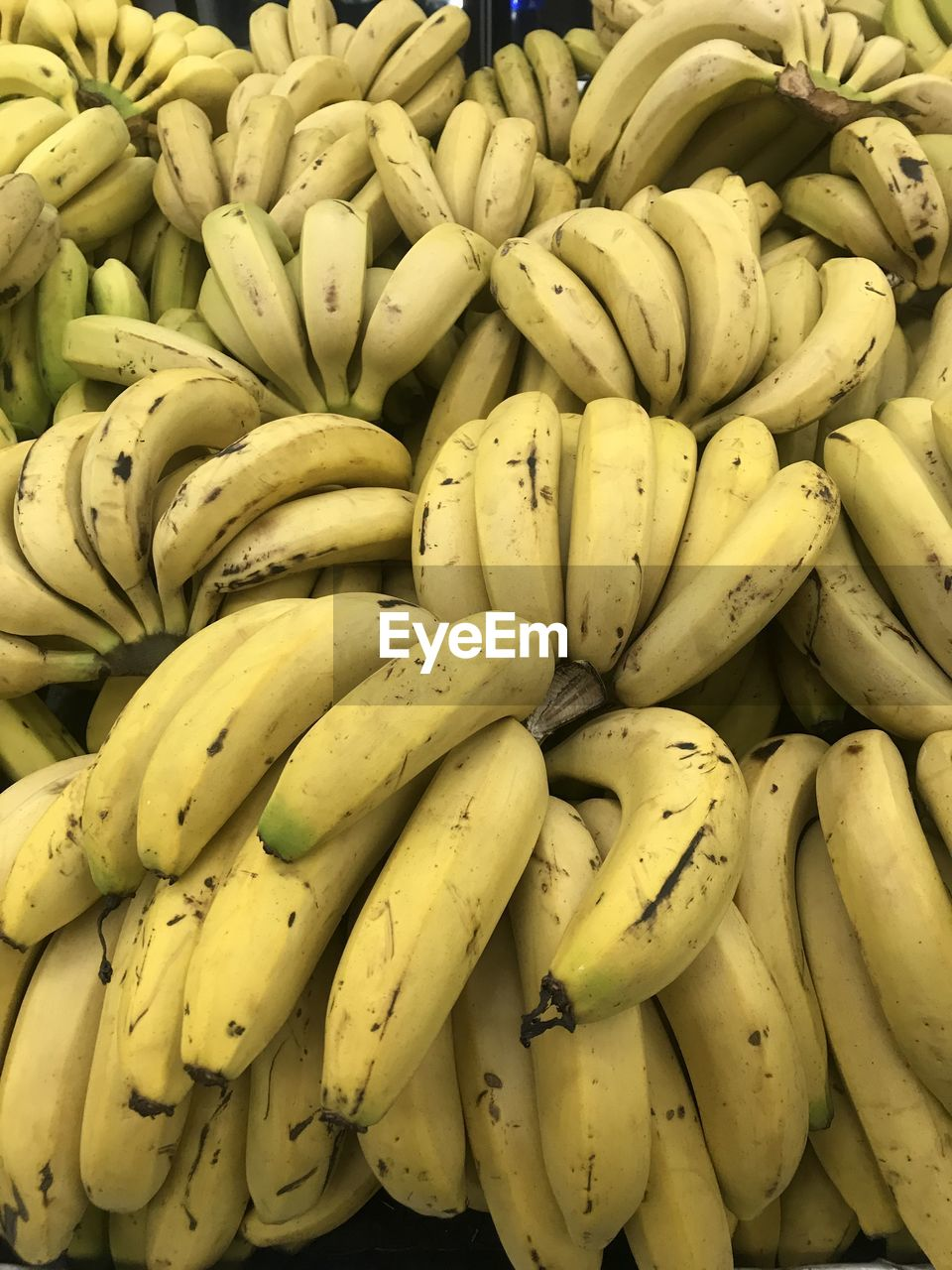 healthy eating, banana, food and drink, wellbeing, food, freshness, for sale, fruit, yellow, market, large group of objects, retail, market stall, abundance, backgrounds, full frame, still life, no people, close-up, collection, retail display, ripe