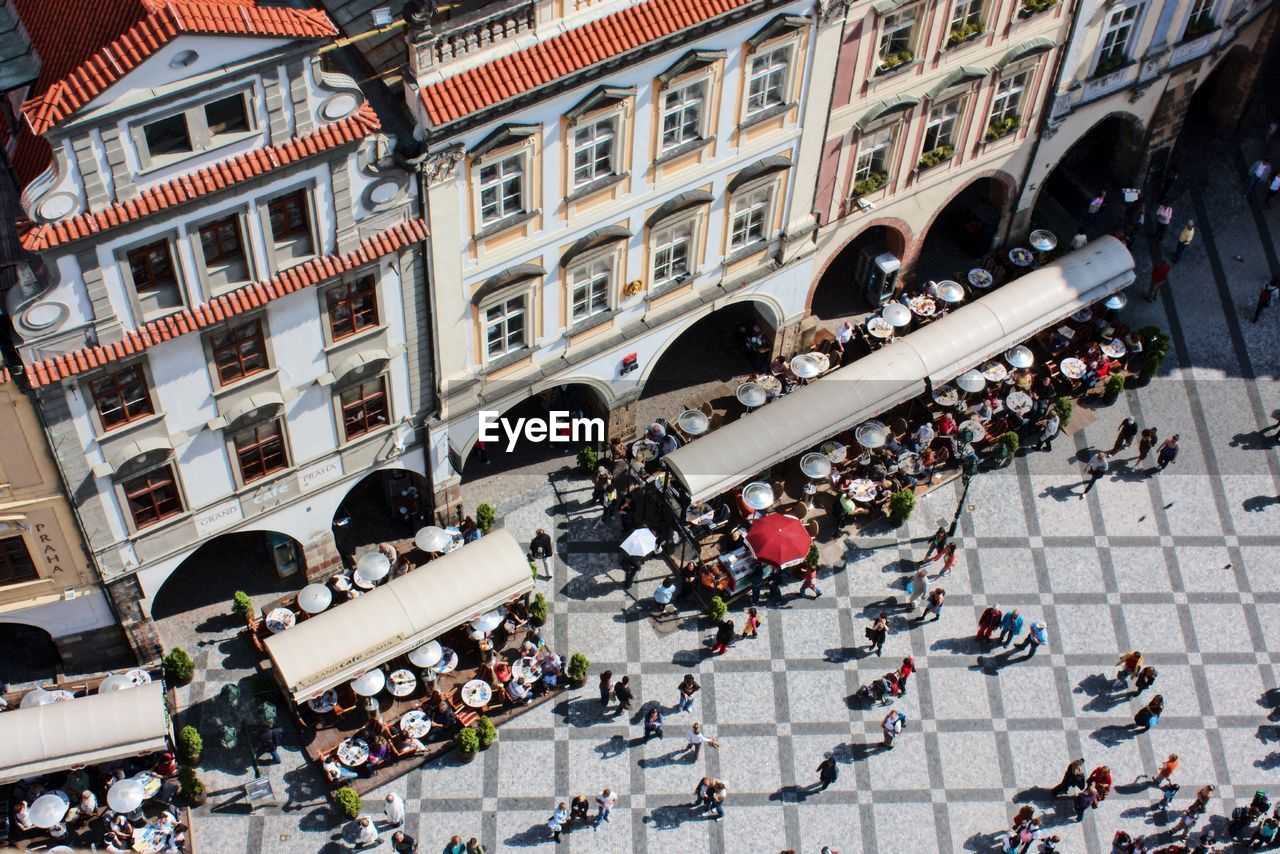 architecture, building exterior, city, built structure, group of people, crowd, large group of people, day, street, mode of transportation, high angle view, motor vehicle, city life, transportation, incidental people, car, land vehicle, building, real people, road, outdoors
