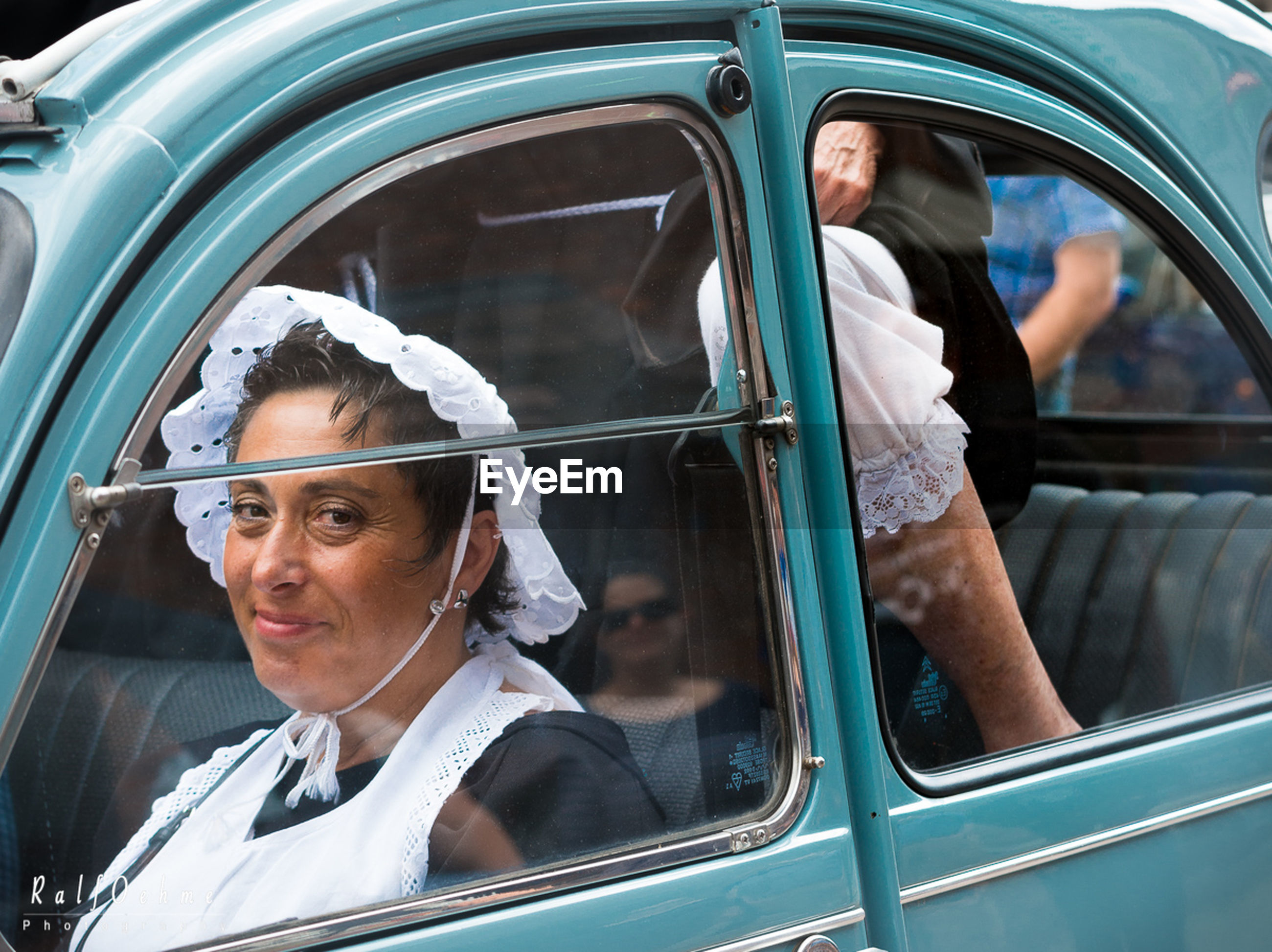 car, transportation, mode of transport, window, day, land vehicle, outdoors, car door, women, young adult, young women, one person, men, real people, close-up, adult, people