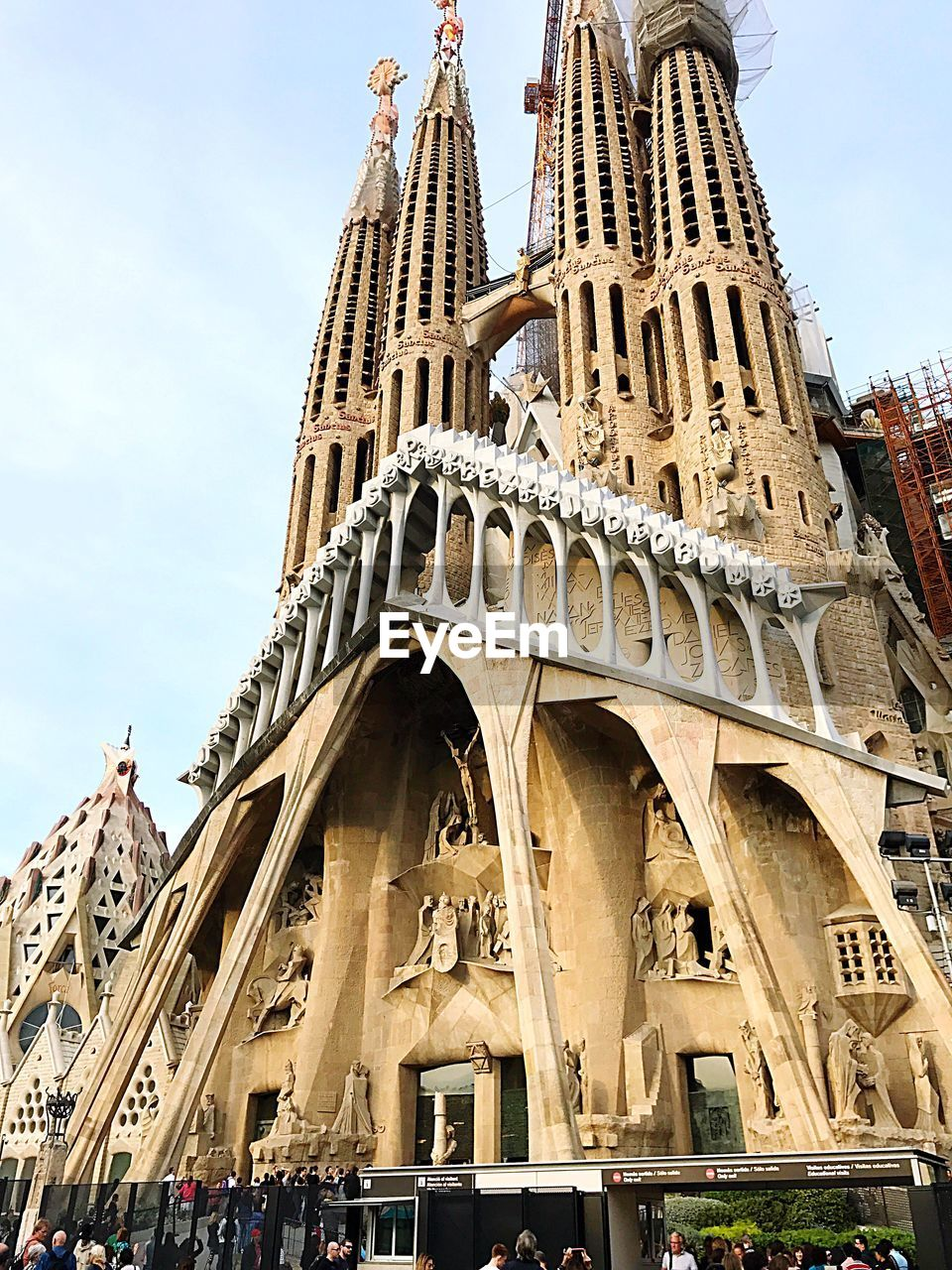 architecture, built structure, low angle view, building exterior, travel destinations, history, sky, tourism, day, outdoors, travel, arch, cloud - sky, large group of people, city, spirituality, place of worship, ancient civilization, people