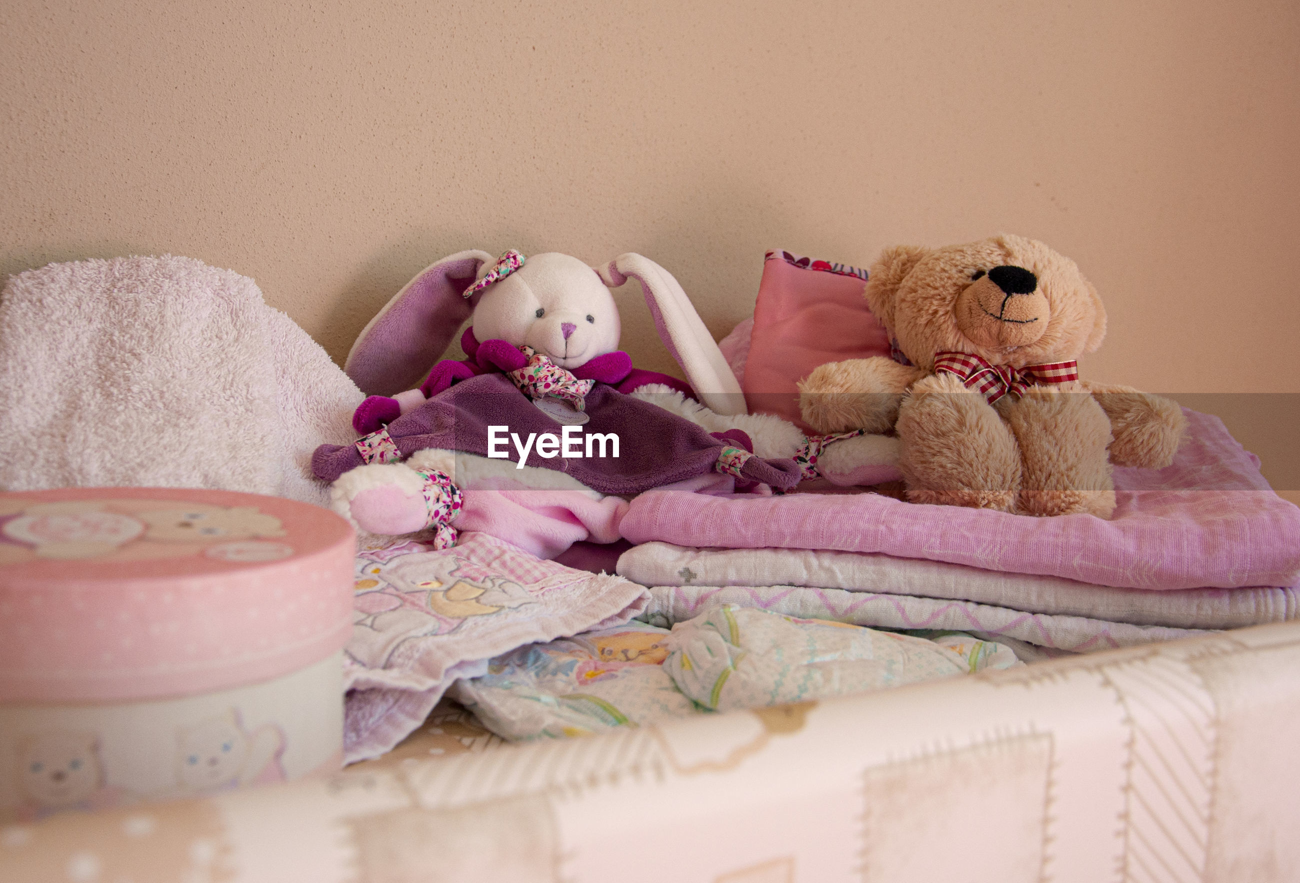CLOSE-UP OF STUFFED TOYS ON BED