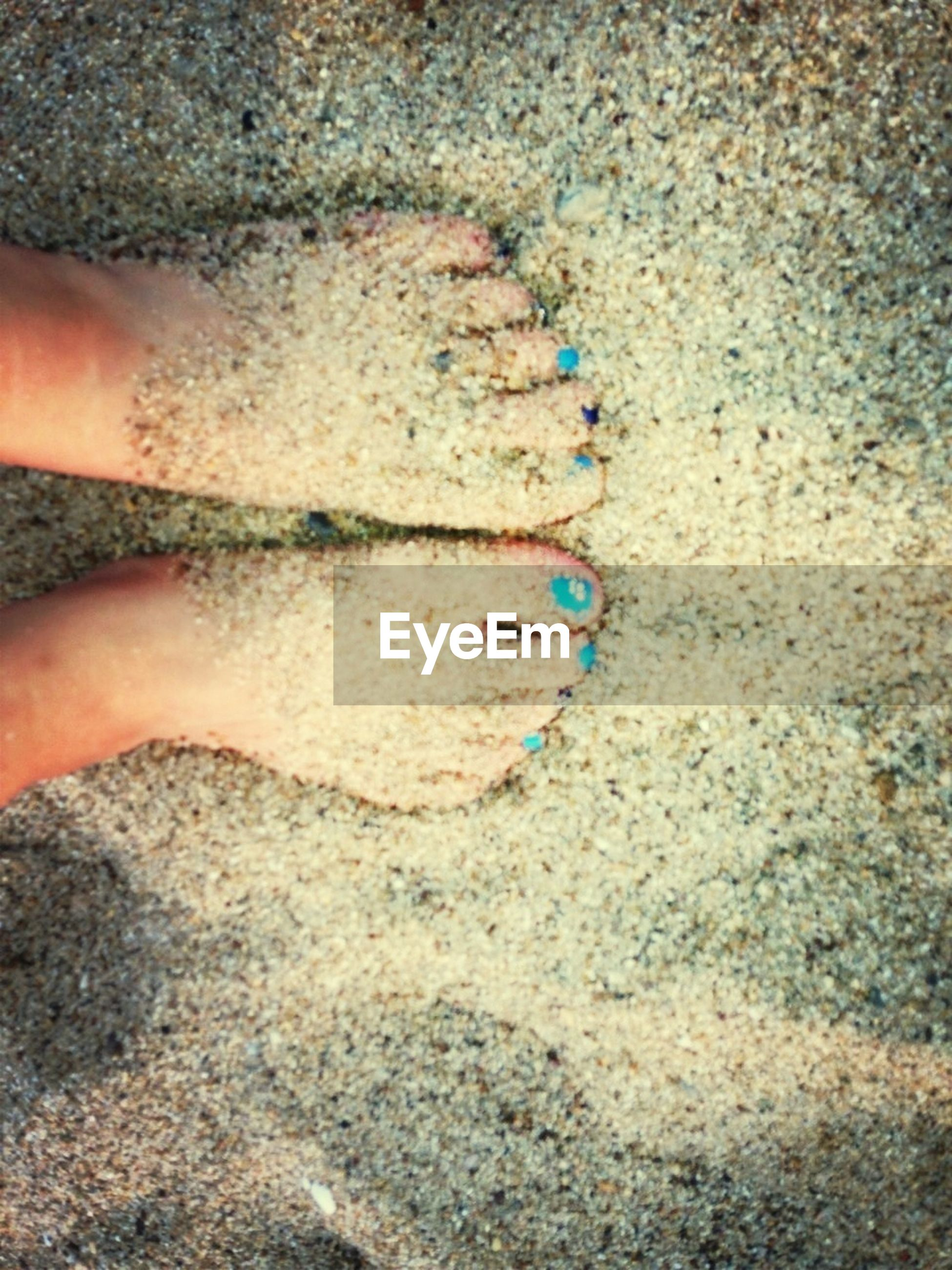 low section, part of, person, lifestyles, personal perspective, high angle view, unrecognizable person, leisure activity, human foot, cropped, sand, close-up, human finger, beach, standing