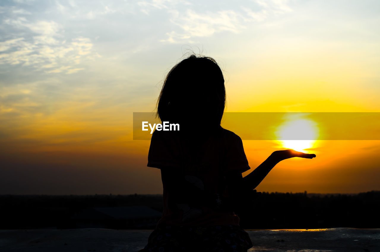 sunset, orange color, sky, sun, one person, silhouette, nature, real people, outdoors, childhood, beauty in nature, leisure activity, cloud - sky, scenics, lifestyles, girls, standing, sea, water, day, people