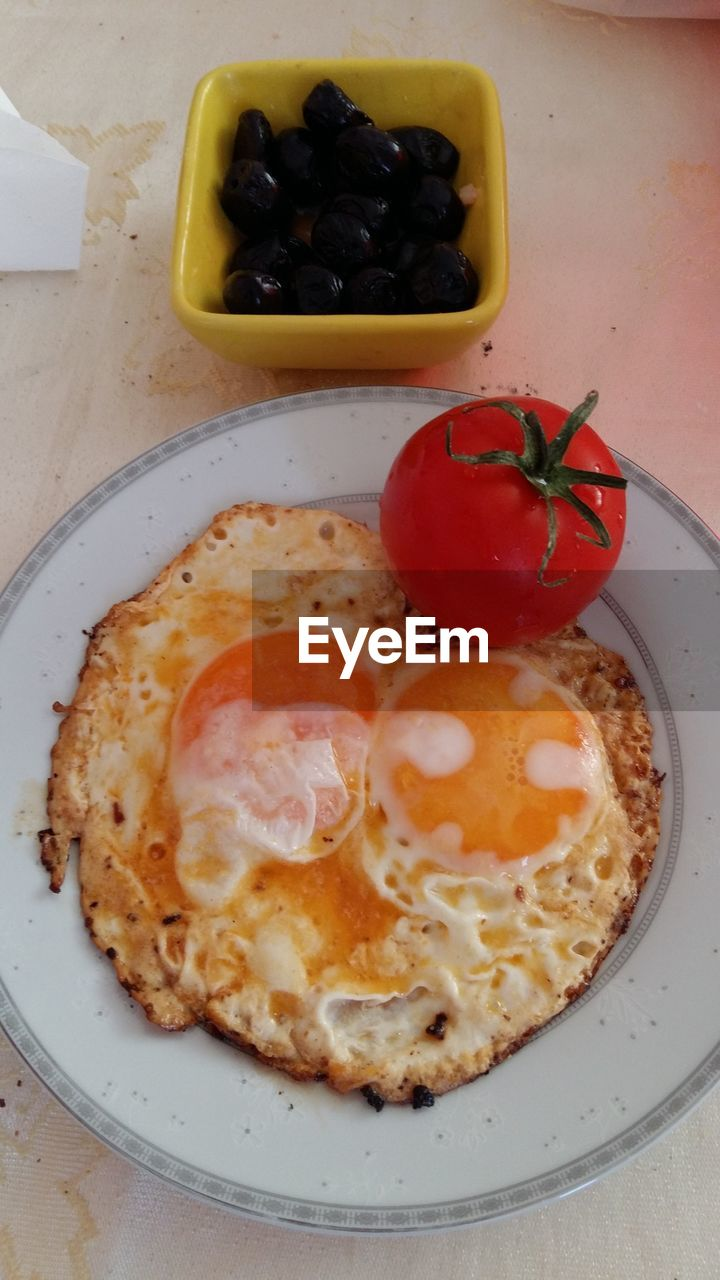 food and drink, food, freshness, healthy eating, indoors, plate, no people, breakfast, tomato, ready-to-eat, indulgence, serving size, slice, fruit, red, close-up, day, black olive
