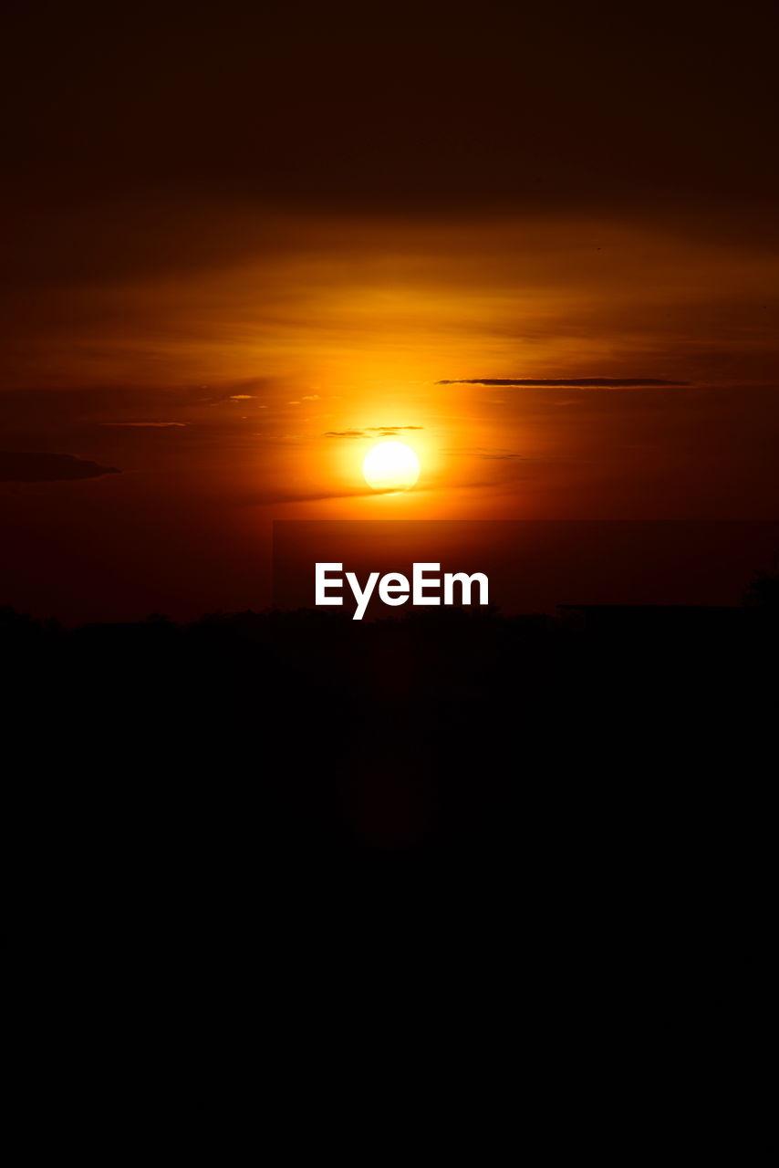 sunset, sky, beauty in nature, silhouette, sun, orange color, scenics - nature, tranquility, nature, idyllic, tranquil scene, environment, yellow, sunlight, no people, outdoors, cloud - sky, landscape, non-urban scene, majestic, eclipse, romantic sky
