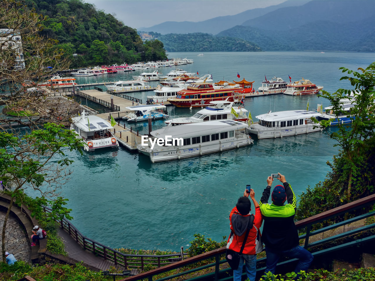 nautical vessel, water, transportation, real people, high angle view, mountain, men, sea, day, mode of transport, women, nature, ferry, outdoors, architecture, built structure, beauty in nature, scenics, moored, lifestyles, sailing, tree, sky, people