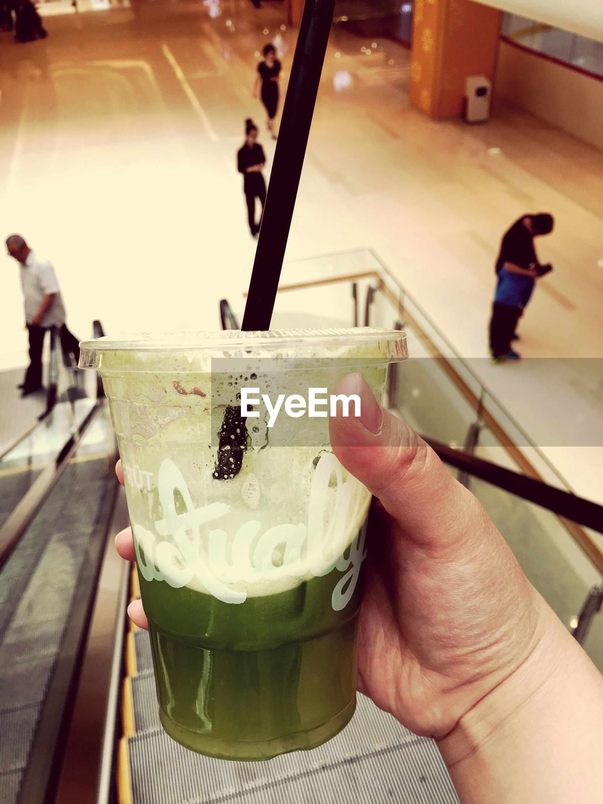 person, food and drink, holding, lifestyles, leisure activity, freshness, part of, cropped, food, men, unrecognizable person, drink, ice cream, indoors, human finger