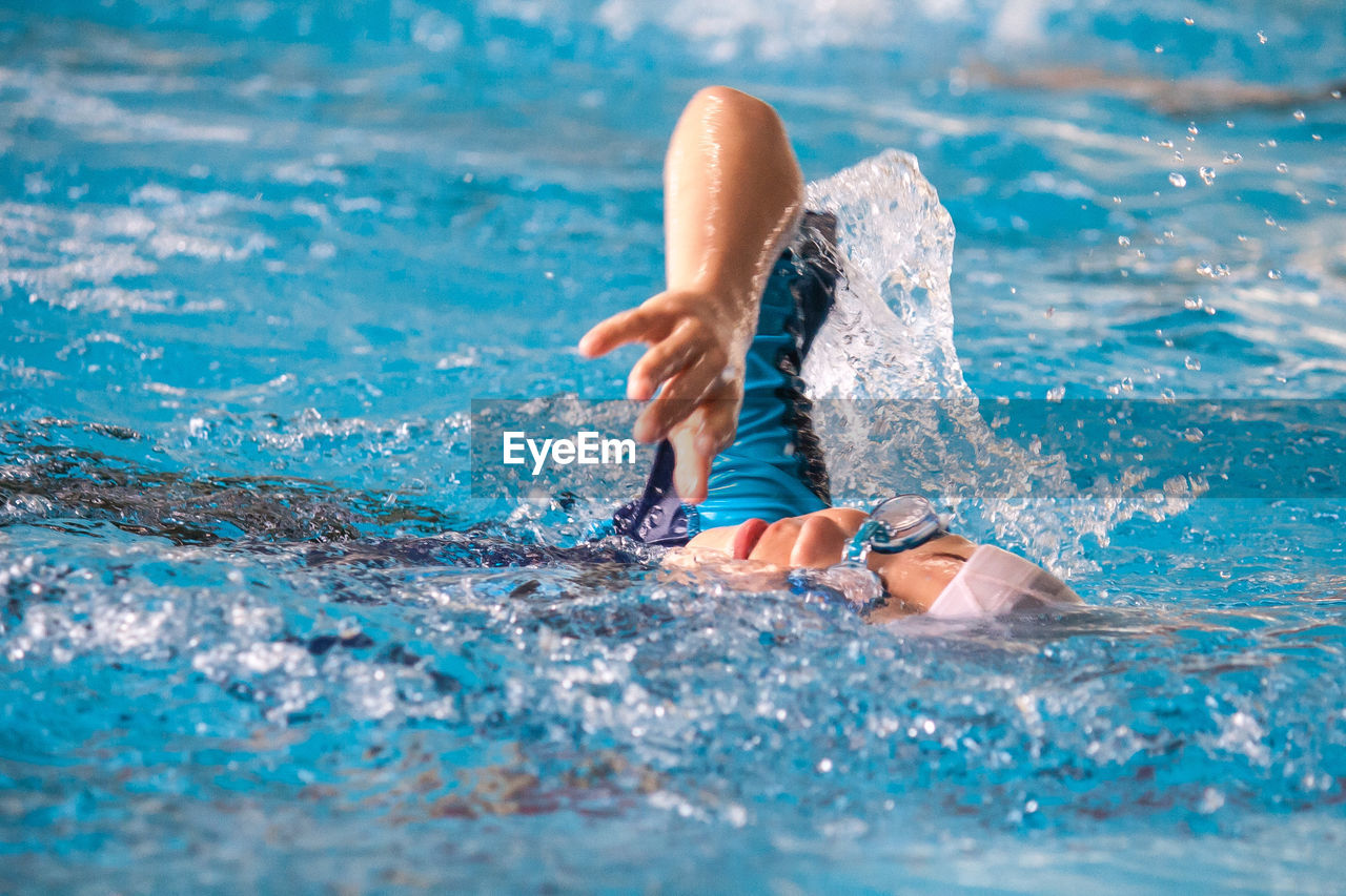 water, one person, pool, swimming pool, motion, swimming, leisure activity, lifestyles, sport, nature, blue, splashing, day, healthy lifestyle, exercising, real people, human body part, swimwear, outdoors