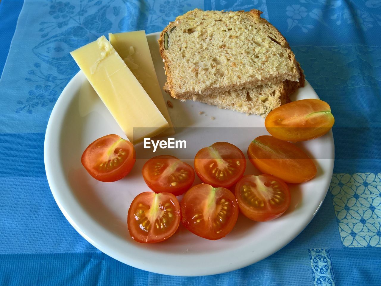 food, food and drink, table, plate, healthy eating, bread, slice, no people, indoors, freshness, ready-to-eat, close-up, day