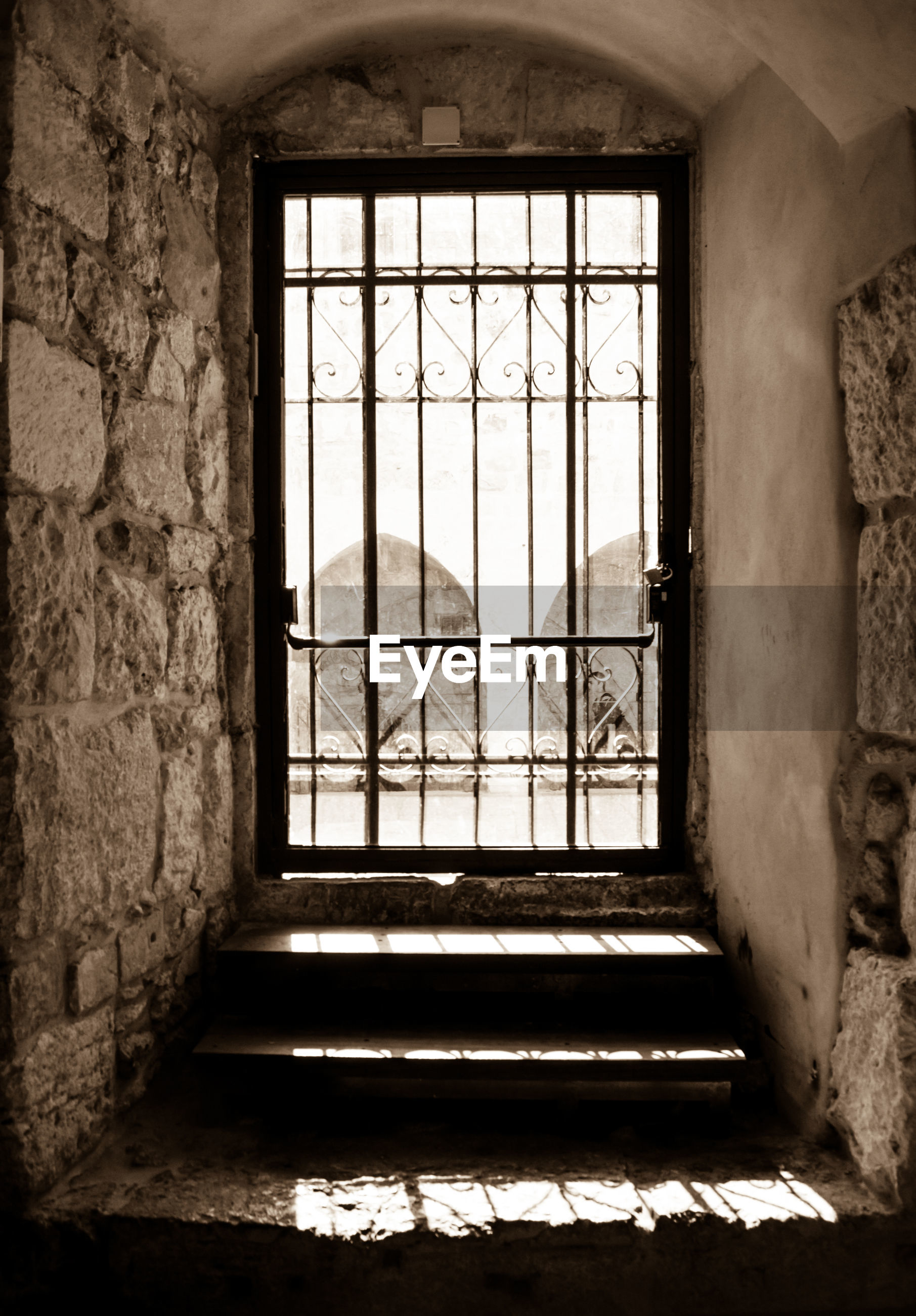 indoors, window, architecture, built structure, abandoned, glass - material, old, transparent, obsolete, house, damaged, door, run-down, closed, interior, day, home interior, deterioration, building, wall - building feature