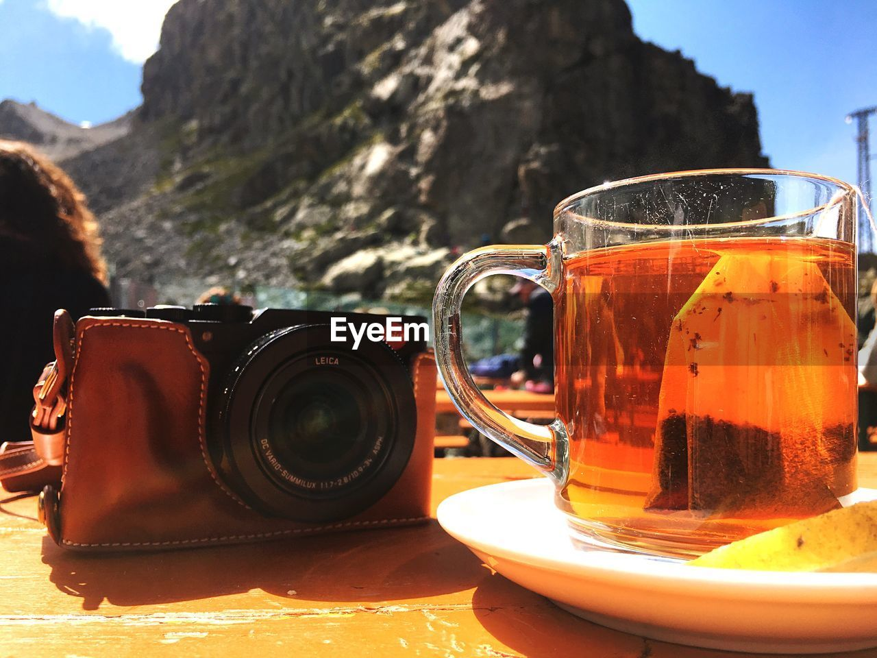 table, drink, refreshment, food and drink, still life, close-up, cup, focus on foreground, tea, tea - hot drink, hot drink, mug, no people, saucer, nature, day, sunlight, tea cup, photography themes, freshness, crockery, black tea, teapot, glass, non-alcoholic beverage