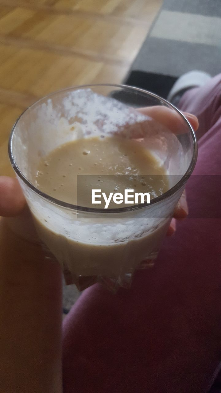 drink, human hand, human body part, food and drink, drinking glass, refreshment, real people, one person, indoors, cold temperature, holding, close-up, lifestyles, freshness, iced coffee, day, food, frothy drink, ready-to-eat, people